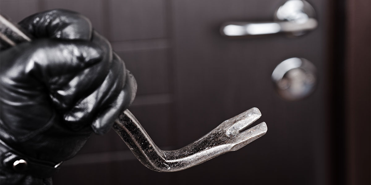 6 signs your house is vulnerable to a home break-in